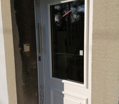 Neue Haus- und Notfalltür